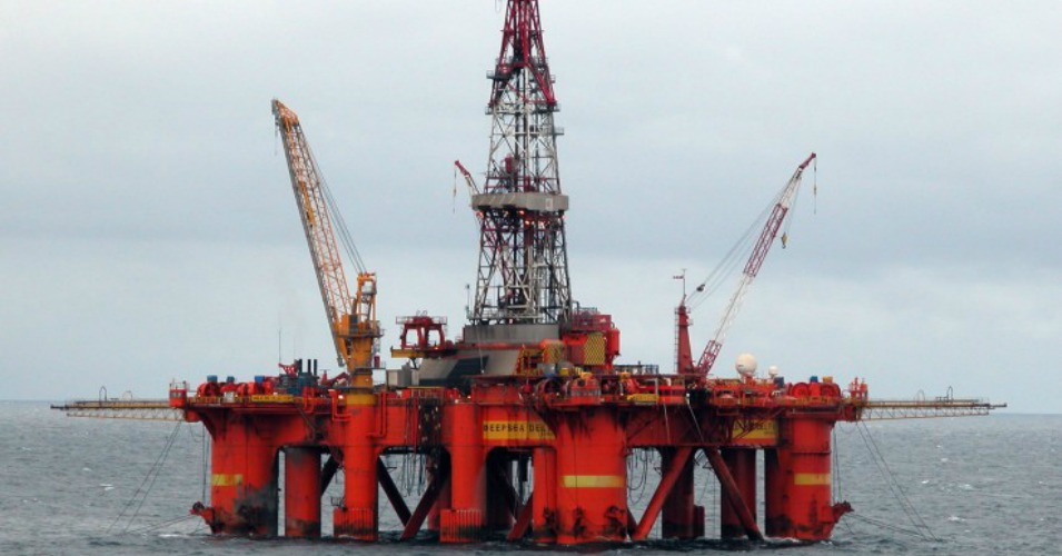 Offshore fracking may soon restart in California. (Photo: Wikimedia Commons)
