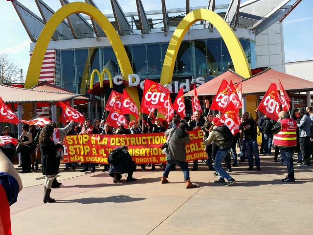 Fast food workers in France's Eurodisney theme park also went on strike on Thursday. (Photo: Fight for 15)