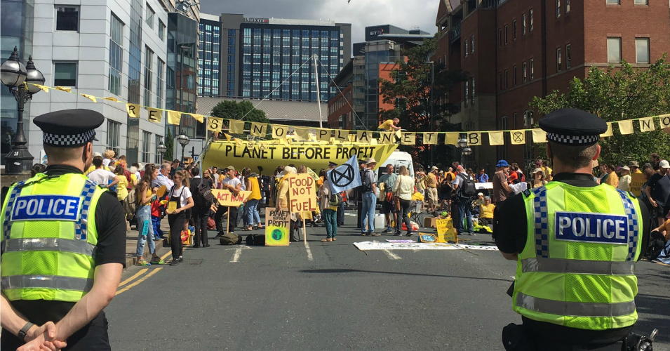 'Act Now. Our Lives Are in Your Hands': Demanding Climate Action, Extinction Rebellion Shuts Down Traffic in Five UK Cities