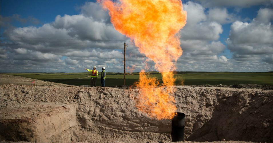 'Gas Is a Loser and It's Time to Move On': Report Debunks Big Oil Myth That Natural Gas Can Help Fight Climate Crisis