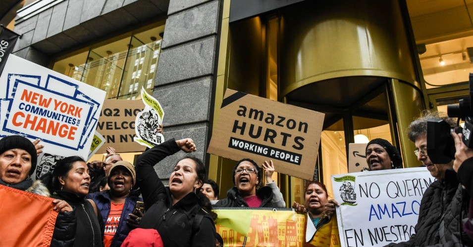 People opposed to Amazon's plan to locate a headquarters in New York City are seen outside a store in 2018.  (Photo: Stephanie Keith/Getty Images)