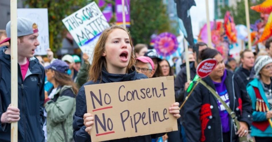 Protesters at a rally in Vancouver to show opposition to the Trans Mountain pipeline on September 9th, 2017. (Photo: William Chen/flickr/cc)