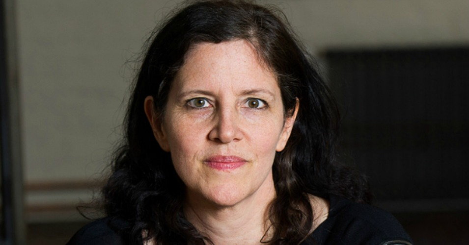 the roles of journalism in citizenfour a documentary by laura poitras Laura poitras (/ ˈ p ɔɪ t r ə s / born february 2, 1964) is an american director and producer of documentary films she lives in new york city poitras has received numerous awards for her work, including the 2015 academy award for best documentary feature for citizenfour, about edward snowden, while my country, my country received a nomination in the same category in 2007.