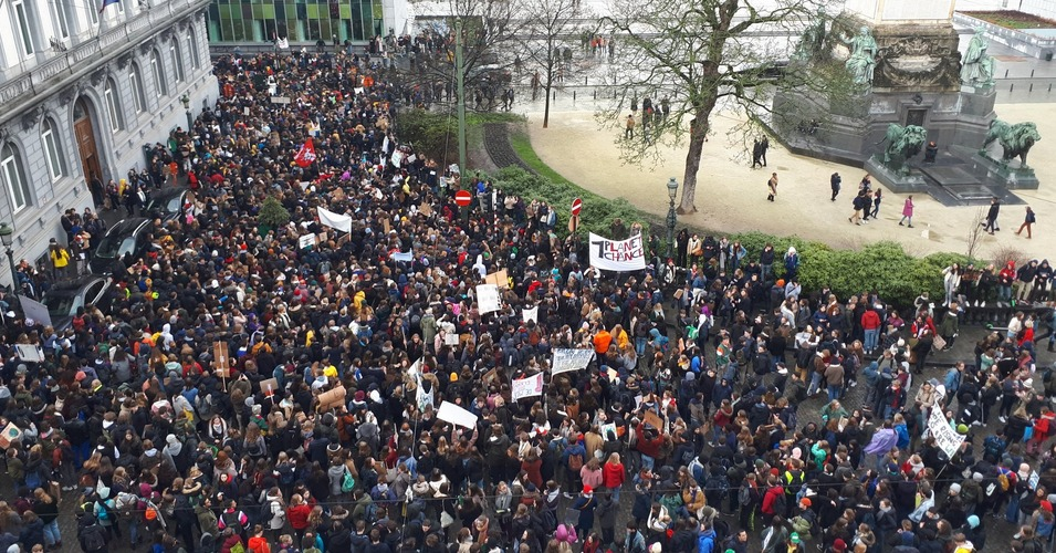 More than 10,000 Belgian students walked out of their classrooms on Thursday for the second march for climate justice in the past week, demanding that their government take bold action to help stem the climate crisis. (Photo: @CelsCran/Twitter)