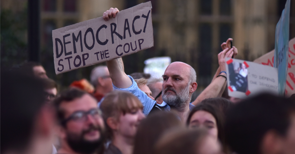 'Just the Beginning': Massive Protests in UK as Thousands Flood
