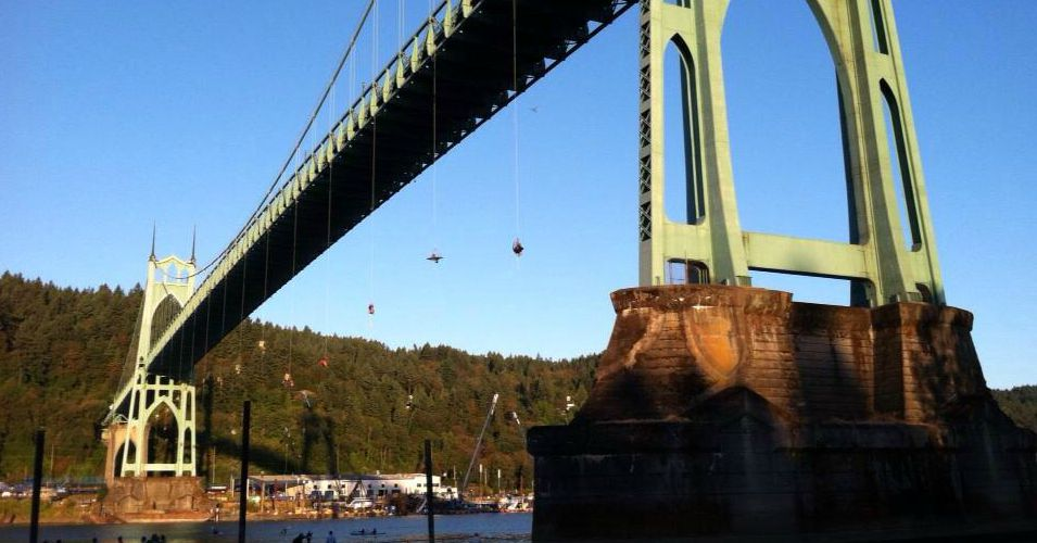 Climate campaigners rappel off of Portland Bridge to block Shell drilling fleet. (Photo: Mike Hudema/Twitter)