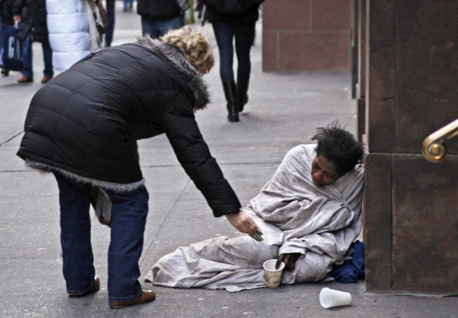 Beggar for the money she agreed to show their pussy 1
