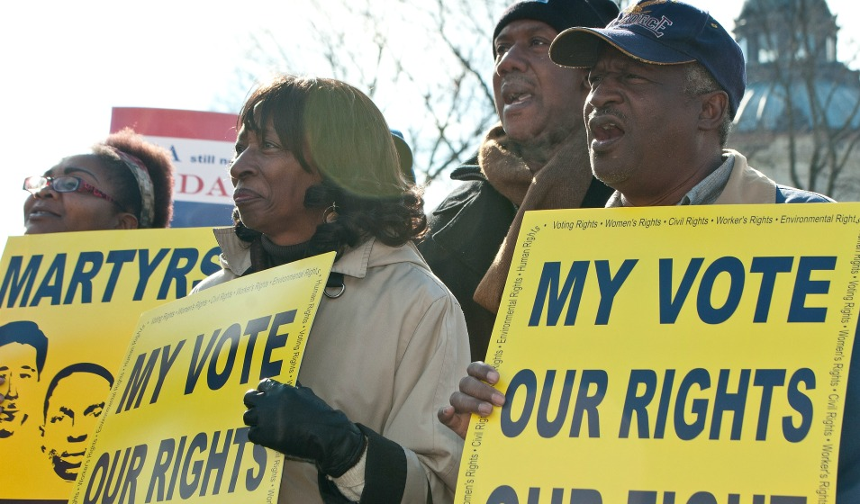 """Rights groups are taking the North Carolina government to court over what's been described as """"the most sweeping anti-voter law in decades."""" (Photo: SEIU/cc/flickr)"""