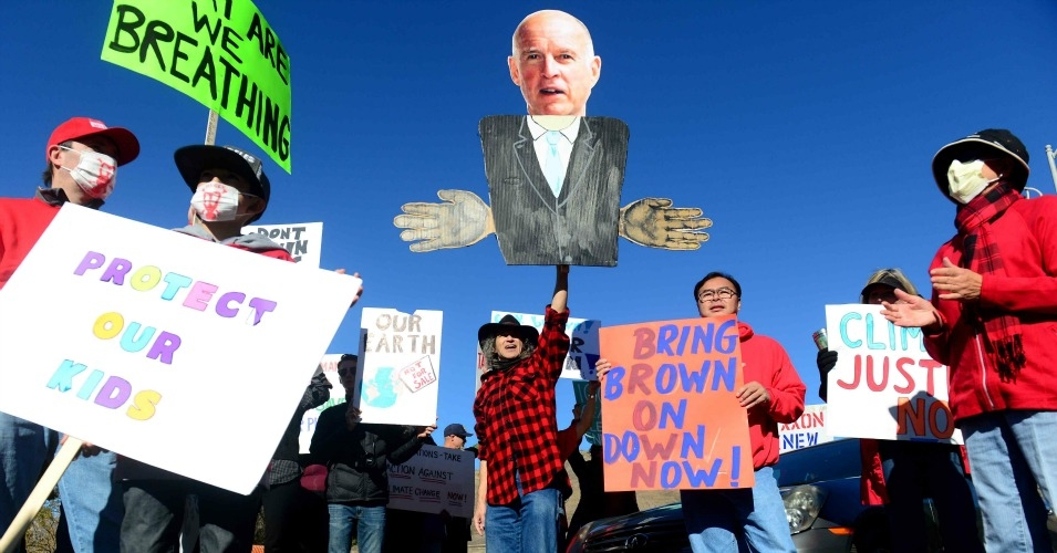 Porter Ranch residents protest California Governor Jerry Brown's months-long refusal to call a state of emergency over the gas leak that has been pumping out methane since October. Brown announced a state of emergency on Wednesday. (Photo: LA Daily News)