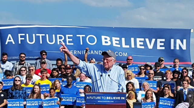 """We have to be prepared to stand up and fight,"" Sanders told cheering supporters in Kissimmee, FL. (Photo: Autodidacted/Imgur)"