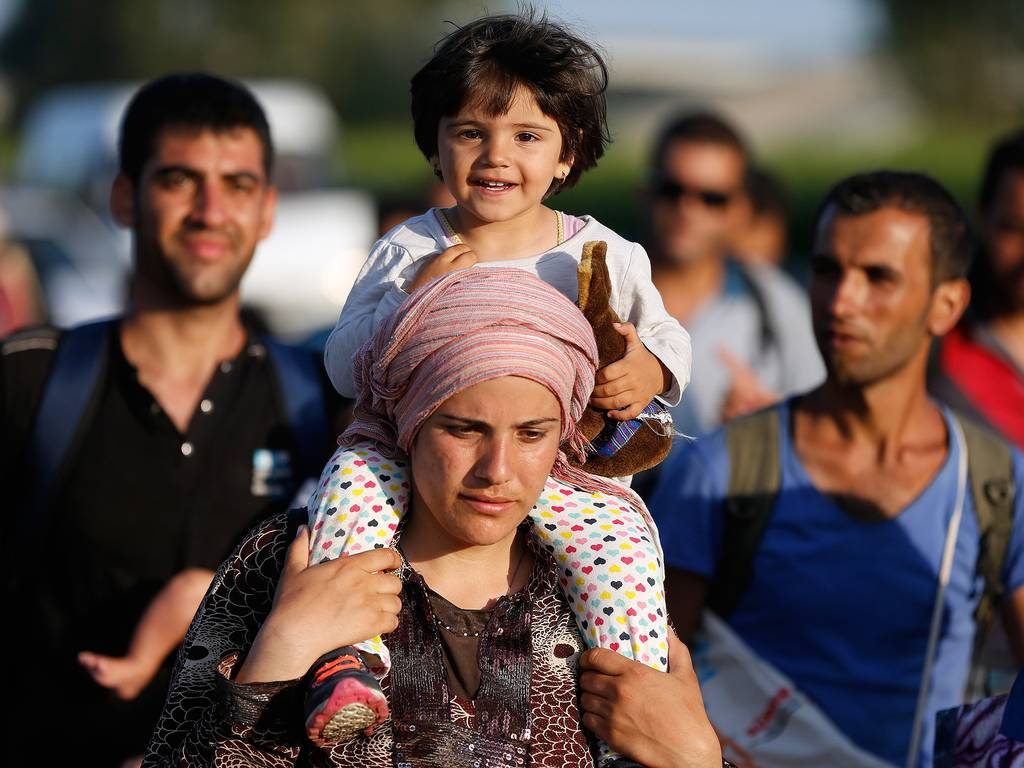 refugees-walk-4-ap.jpg
