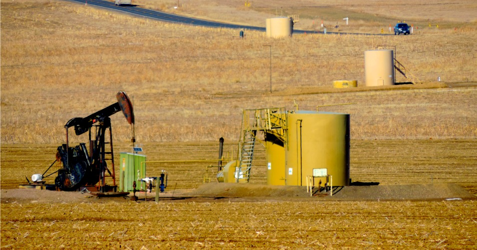 Rocky Mountain fracking infrastructure. (Photo: WildEarth Guardians/flickr/cc)