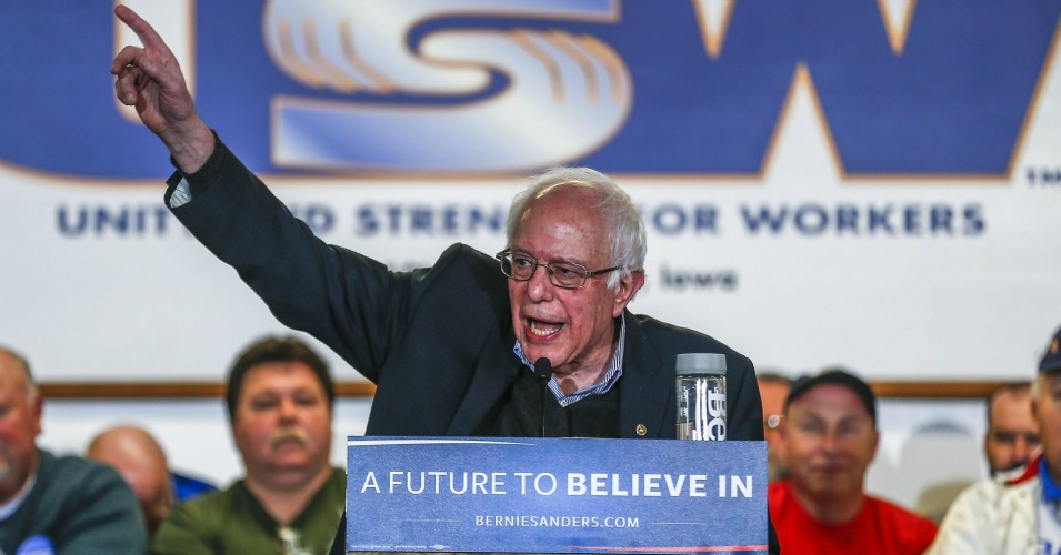 Bernie Sanders speaks at a campaign event at the steelworkers union hall in Des Moines, Iowa on Tuesday. (Photo: Tannen Maury/EPA)