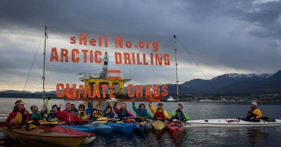 Activists in Seattle protest against Shell's Arctic drilling plans, which were formally approved on July 22, 2015. (Photo: Backbone Campaign/flickr/cc)
