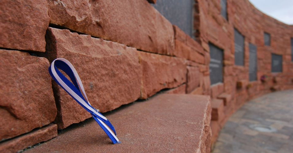 A memorial for victims of the 1999 Columbine High School shooting. (Photo: David Keyzer/flickr/cc)