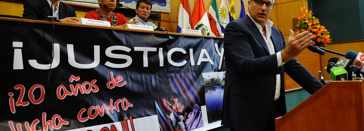 Steven Donziger, a human rights lawyer working of behalf of Ecuadorians harmed by over three decades of Texaco-Chevron's oil drilling and dumping of toxic wastewater in the Amazon rainforest, gestures during a press conference on March 19, 2014 in Quito. (Photo: Rodrigo Buendia/AFP via Getty Images)