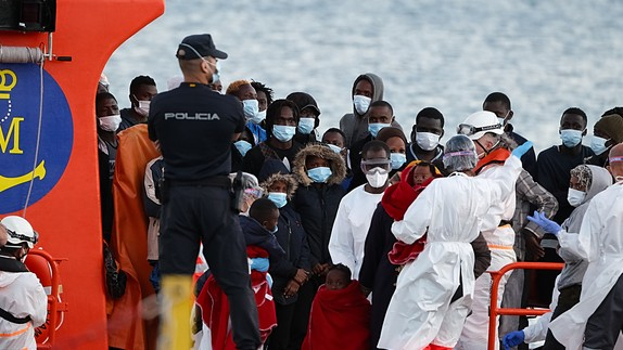 Refugees come ashore in the Canary Islands