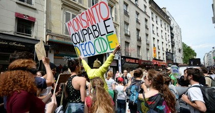 Protesters attended a demonstration against the chemical company Monsanto in 2016 in France. On Thursday, a French court found Monsanto guilty of poisoning a farmer. (Photo: Pascal.Van/Flickr/cc)