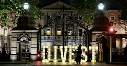 Fossil fuel divestment activists displayed a sign outside the lower house of Ireland's legislature.(Photo: Sasko Lazarov/Photocall Ireland/Trócaire/350.org)