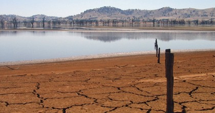 Lake Hume stands at 4 percent during a drought in Victoria, Australia. (Photo: Tim J Keegan/cc/flickr)