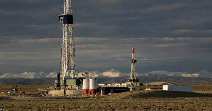 """There is no evidence that fracking can operate without threatening public health directly and without imperiling climate stability upon which public health depends,"" according to a new analysis. (Photo: Wendy Shattil/Bob Rozinksi/Creative Commons)"