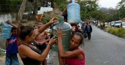 Residents carry water that they had to obtain from a natural source from the hill El Avila after the water supply was suspended following a nationwide blackout occurred March 10, 2019 in Caracas, Venezuela. (Photo: Edilzon Gamez/Getty Images)