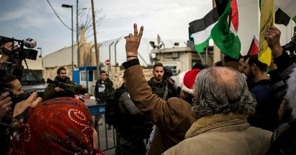 Palestinian protesters clash with Israeli security forces at the Israeli separation barrier in Bethlehem, West Bank. (Photo: Ilia Yefimovich/Getty Images)