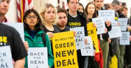 More than 1,000 young protesters lined the halls of Congress and lobbied at congressional offices on Monday to demand that their elected representatives back the Green New Deal. (Photo: Michael Brochstein/SOPA Images/LightRocket via Getty Images)
