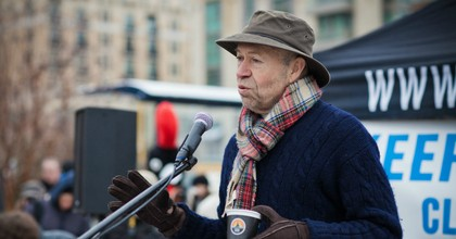 Dr. James Hansen speaks at the 7th annual Poal Bear Plunge. (Photo: Josh Lopez/Chesapeake Climate/Flickr/cc)