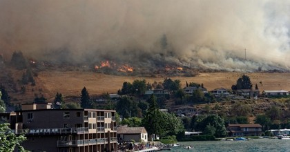 The Chelan Butte fire encroaches on homes in coastal Washington state. (Photo: Ben Brooks/cc/flickr)
