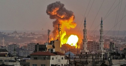 A fireball exploding in Gaza City during Israeli bombardment on July 20, 2018. (Photo: Bashar Taleb/AFP via Getty Images)