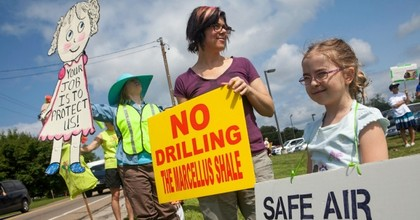 Protesters stood front of the Mars Area High School in Middlesex Township, Butler County, Pennsylvania, on July 15, 2015 to demand a ban on fracking near all schools. (Photo: Public Herald/flickr/cc)