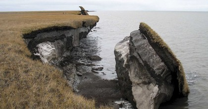 Acollapsed block of ice-rich permafrost along Drew Point, Alaska. (Photo: U.S. Geological Survey, Flickr)