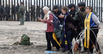 At least 32 faith leaders were arrested at the U.S.-Mexico border on Monday as they protested the militarization of the border and the Trump administration's treatment of asylum-seekers. Photo: @UniteThePoor/Twitter)