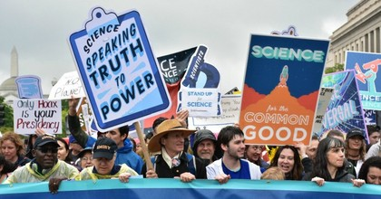 Fact supporters march during the 2017 March for Science in Washington, D.C. (Photo: Amaury Laporte/flickr/cc)