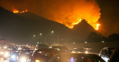 A wildfire is seen near Getty Center in Los Angeles on Oct. 28, 2019. (Photo: Qian Weizhong/Xinhua via Getty)