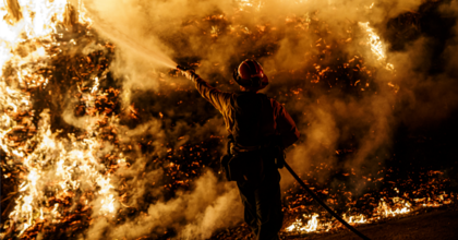 Firefighters sprays water on a back fire while battling the spread of the Maria Fire as it moves quickly towards Santa Paula, Calif., on Nov. 1, 2019. (Photo: Marcus Yam/Los Angeles Times via Getty Images)