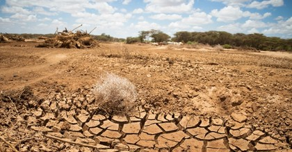 Pastoralists living in the Ewaso Ngiro river basin in central Kenya dig for water on April 4, 2017. (Photo: Climate Centre/flickr/cc)