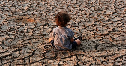 A child sits in an area affected by a drought in the southern outskirts of Tegucigalpa, Honduras, in 2016. In the same area this September, the Honduran government declared a state of emergency because of drought as 290 municipalities are on the verge of running out of food. (Photo: Orlando Sierra/Stringer/Getty Images)