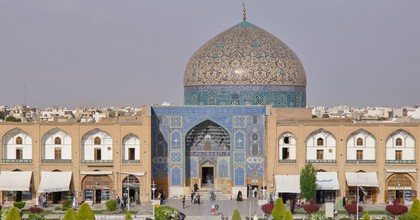 The Sheikh Lotfollah Mosque on Imam Square (Meidan-e Emam) in the Iranian city of Isfahan. (Photo: Thomas Schulze/Picture Alliance via Getty Images)