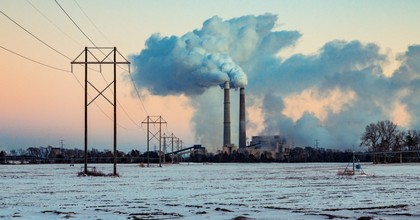 The Sherburne County (Sherco) Generating Station, a coal-fired power plant owned by Xcel Energy and located in Becker, Minnesota, shown in 2016. (Photo: Tony Webster/Flickr/cc)