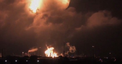 Video captured the explosion that took place at the Philadelphia Energy Solutions refinery in Philadelphia early Friday morning. (Screengrab via @ChristneMattson)