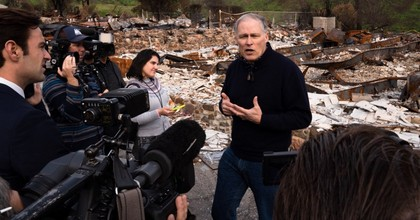 Washington Gov. Jay Inslee speaks to reporters in Seminole Springs, California. The 2020 presidential candidate has made climate action the central theme of his campaign. (Photo: @JayInslee/Twitter)