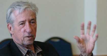 Anti-war activist, California lawmaker, and author Tom Hayden leave behind a legacy of speaking truth to power. (Photo: The Ann Arbor News file)