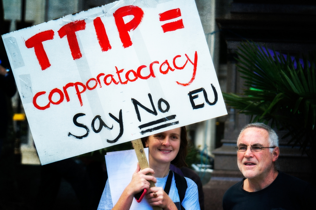 A woman holds a sign at an anti-TTIP demonstration in October 2014.  (Photo:  Garry Knight/flickr/cc)