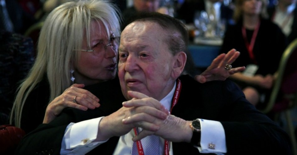Dr. Miriam Adelson talks with her husband, casino mogul Sheldon Adelson, during a speech by Vice President Mike Pence at the Republican at The Venetian Las Vegas on February 24, 2017. (Photo: Ethan Miller/Getty Images)