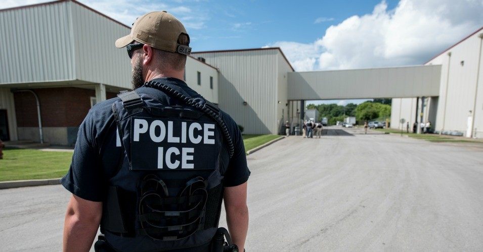 An ICE agent in Salem, Ohio on June 19, 2018. Image courtesy U.S. Immigration and Customs Enforcement. (Photo: Smith Collection/Gado/Getty Images)