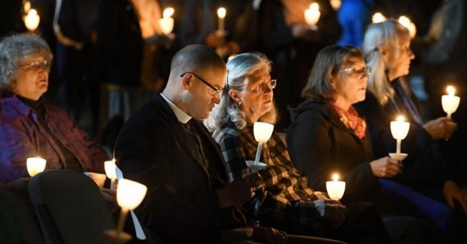 Community members attended a vigil in honor of the victims of the Tree of Life Synagogue shooting in Pittsburgh this week. (Photo: @TheEagle/Twitter)