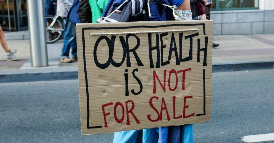 """""""There's no reason for the United States government to be a sucker. But our government is ripped off on a grand scale by Big Pharma every day,"""" said Public Citizen president Robert Weissman. (Photo: Floris Van Cauwelaert/Flickr/cc)"""