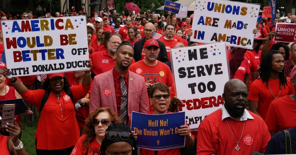 Federal workers rallied against President Donald Trump this summer over his anti-union executive orders. (Photo: AFGE/Flickr/cc)